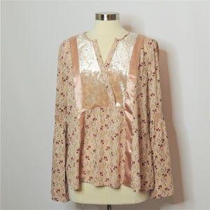 NWT Wonderly Blush Pink Floral Blouse